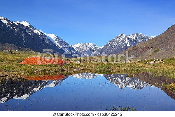 bergsee, landschaftsbild - csp30425245