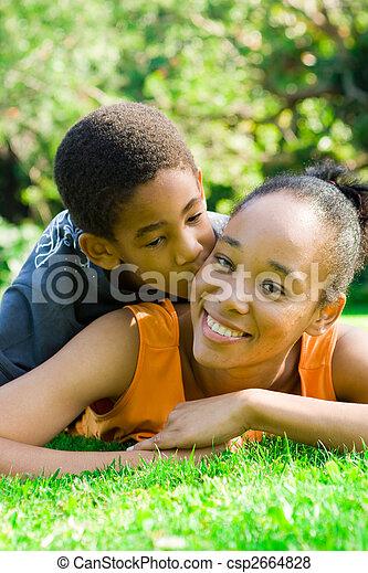 besar, hijo, madre - csp2664828