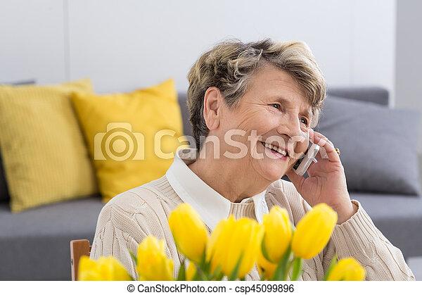 beszéd, nő, telefon - csp45099896