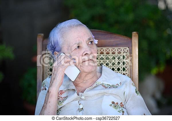 beszéd, nagyanyó, telefon - csp36722527