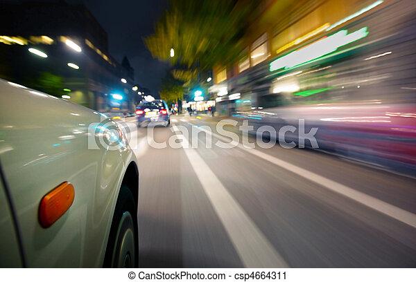 Auto in Bewegung verschwommen - csp4664311