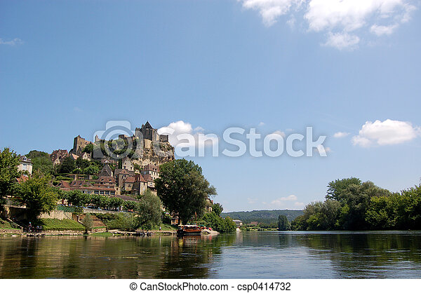Beynac and the Dordogne - csp0414732