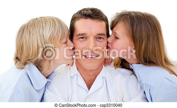 bezaubernd, geschwister, ihr, vater, küssende  - csp3310040