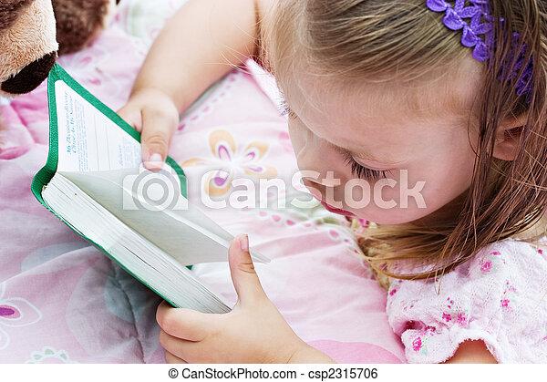 Biblia, czytanie, dziecko. Włosy, mały, biblia, jej, wilgoć, wanna ...