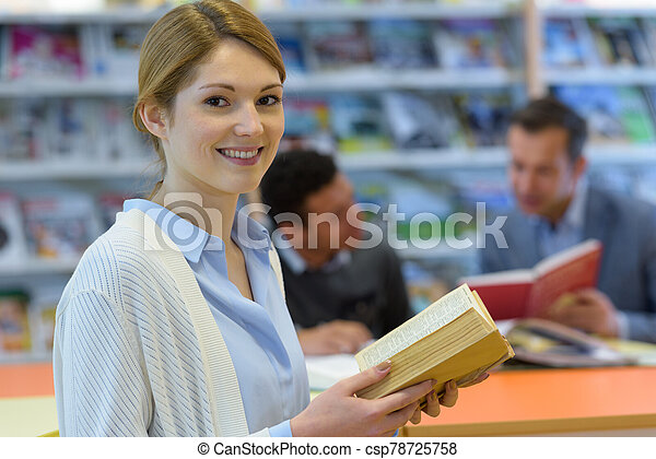 biblioteca, retrato, mujer - csp78725758