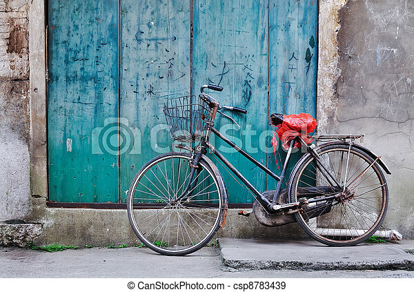 bicicleta velha, chinês - csp8783439