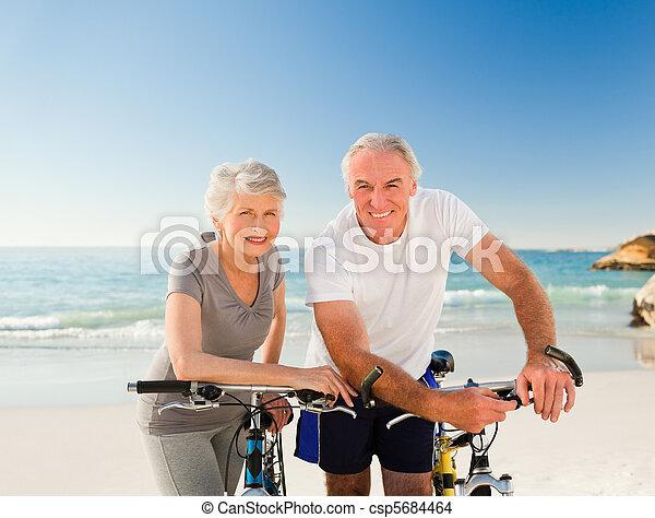 bicicletas, par, seu, praia, aposentado - csp5684464