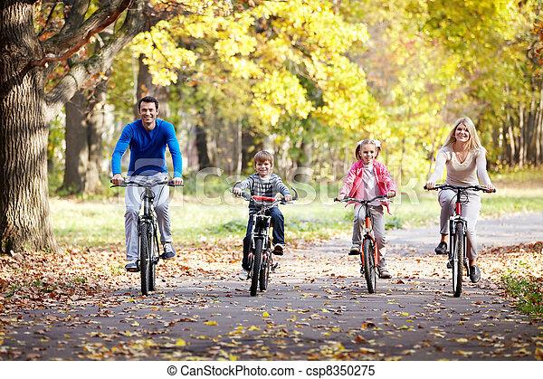 biciclette, famiglia - csp8350275