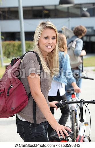 bicikli, tizenéves, rámenős - csp8598343