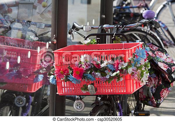 bicikli, virág nagy - csp30520605