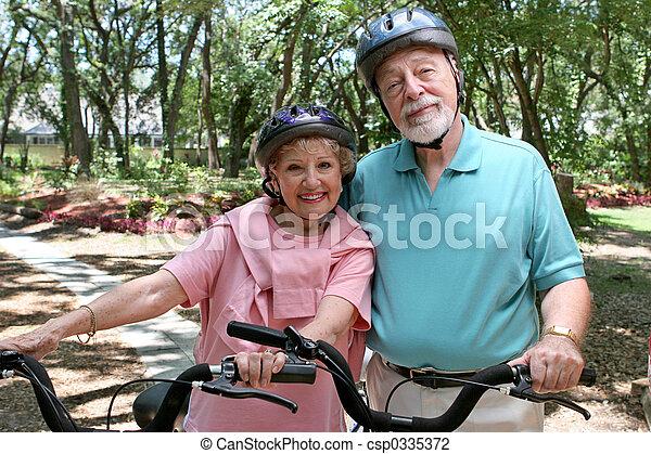 biciklisek, idősebb ember - csp0335372