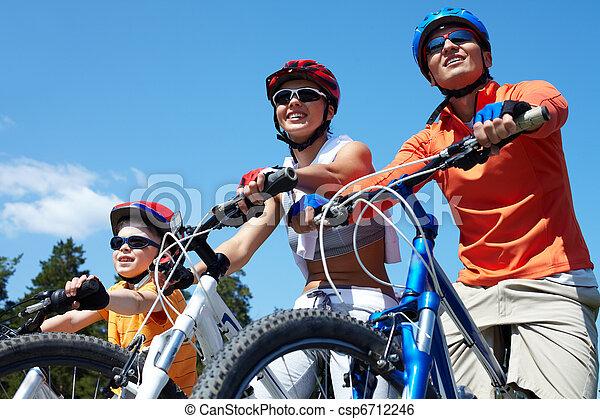 bicycles, gezin - csp6712246