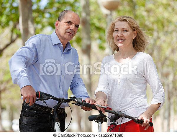 bicycles, para, dojrzały - csp22971898
