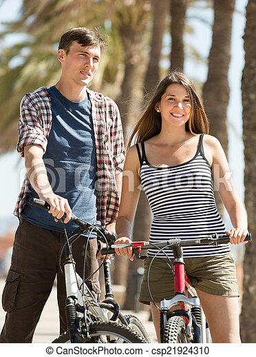 bicycles, para, młody - csp21924310