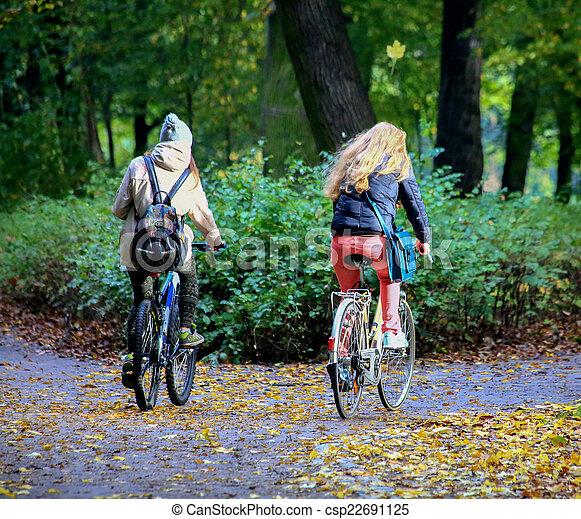 bicycles, para, młody - csp22691125