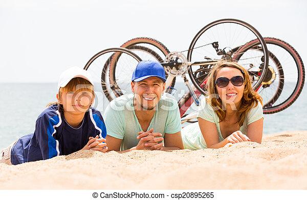 bicycles, rodzice, syn - csp20895265
