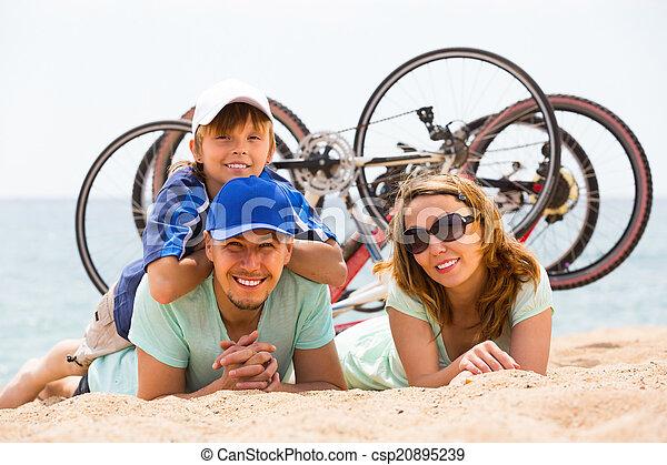 bicycles, rodzice, syn - csp20895239