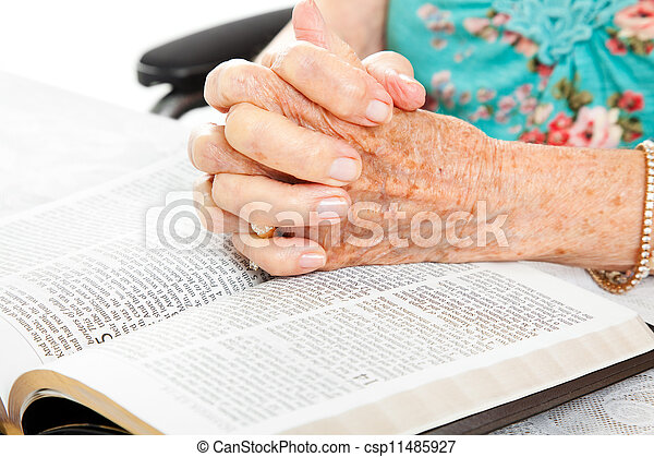 biddend, senior, bijbel, handen - csp11485927