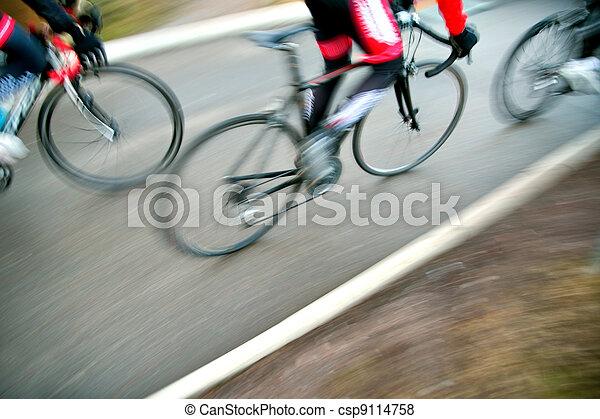 biegi, rowerzyści - csp9114758
