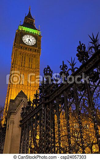 Big Ben por la noche - csp24057303