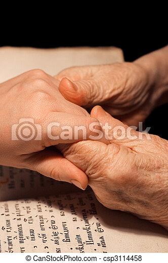 bijbel, oud, jonge, handen - csp3114458