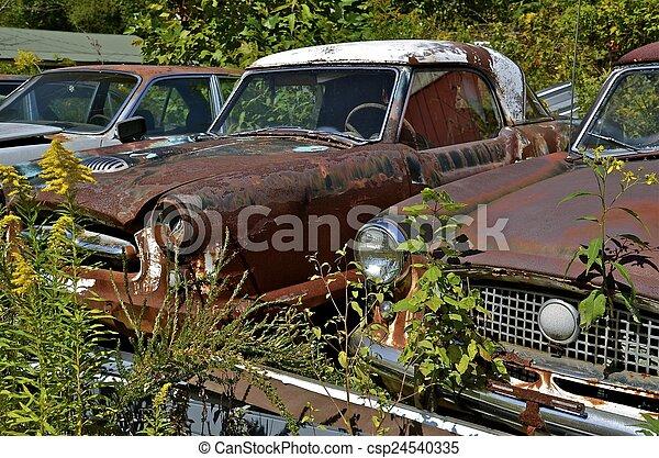 bilar, skräp, gammal, gård, packat - csp24540335