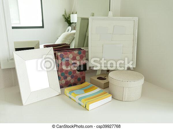 Bilderrahmen Buch Kommode Schalfzimmer
