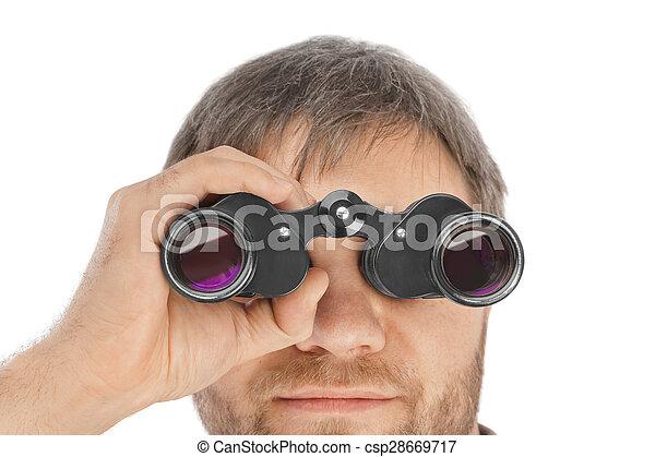 Hombre con binoculares - csp28669717
