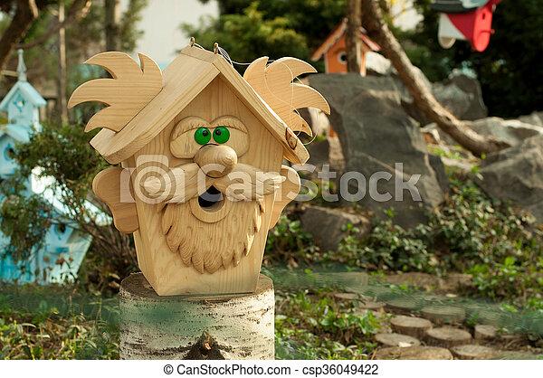 Birdhouse en forma de abuelo - csp36049422