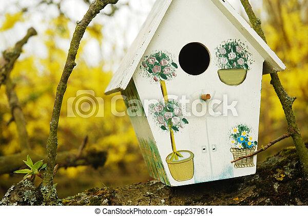Pájaro/pájaro en una rama de árbol - csp2379614