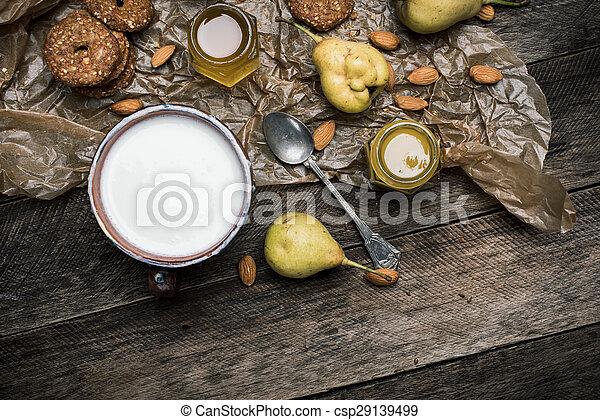 biscoitos, madeira, pêras, amêndoas, tabela, leite - csp29139499
