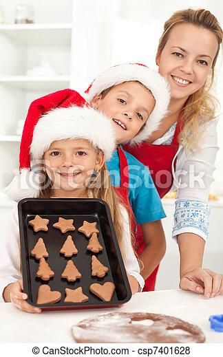 biscotti pan zenzero, cottura, famiglia, felice - csp7401628