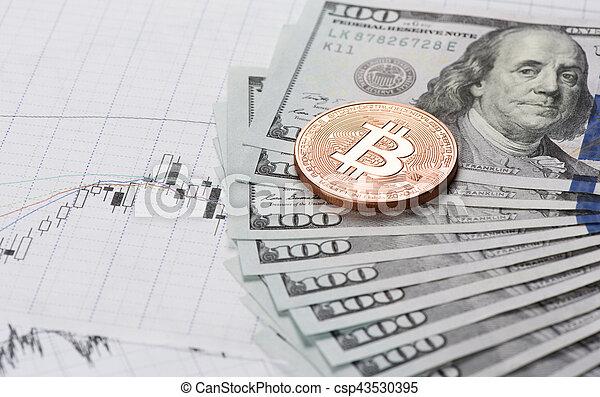 Moneda Bitcoin con dinero - csp43530395