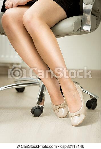 biuro, posiedzenie, closeup, sexy, nogi krzesła, businesswomen - csp32113148