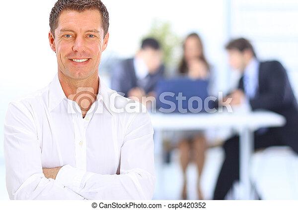 biznesmen, uśmiechanie się, biuro, portret - csp8420352