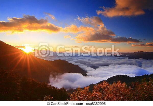 bjerge, forbløffende, hav, sky, solopgang - csp8382996