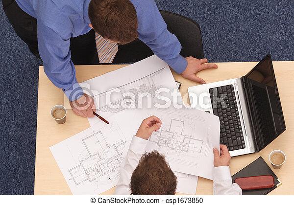 blåkopior, två, arkitekter, granska - csp1673850