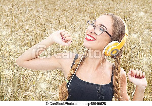 blé, danse, jeune, champ, musique écouter, girl - csp48945628
