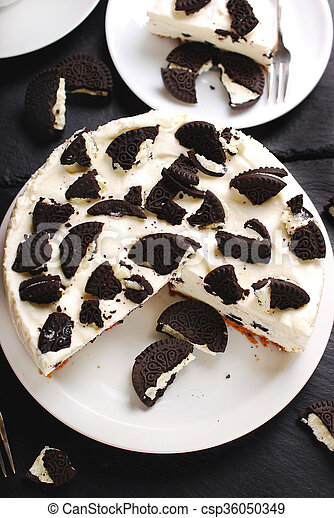 no bake cheese cake with black and white cookies