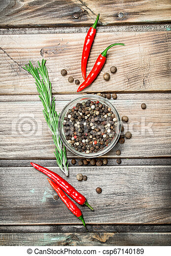 Black pepper peas in a glass bowl and fresh red pepper. - csp67140189