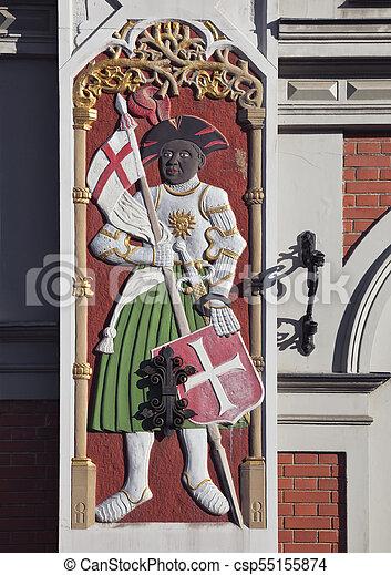Bas-relief en la casa de los negros en riga - csp55155874