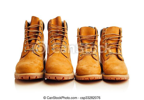 Botas amarillas aisladas en blanco - csp33282076