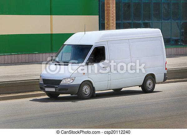 Una camioneta blanca en la calle - csp20112240
