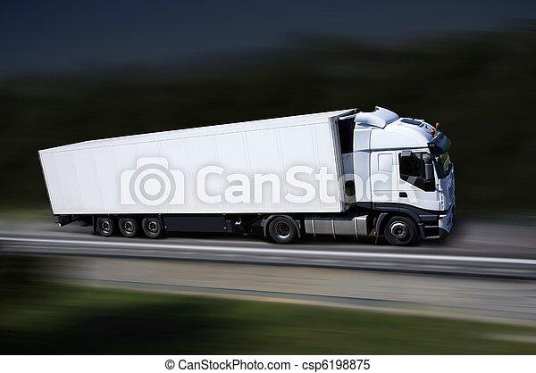 Camión blanco en la autopista - csp6198875