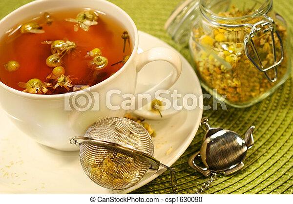 Té de manzanilla con taza de té blanco - csp1630090