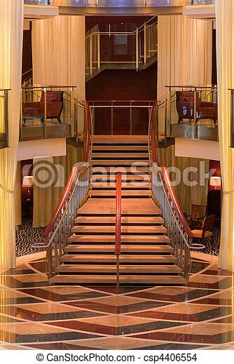 Madera y escalera blanca en el vestíbulo - csp4406554
