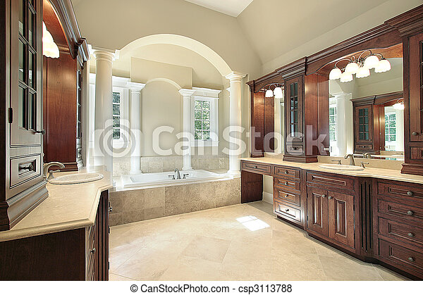 Baño maestro con columnas de tina blanca - csp3113788