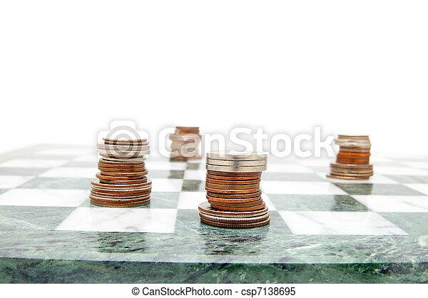 Piezas de monedas en el tablero, en blanco - csp7138695