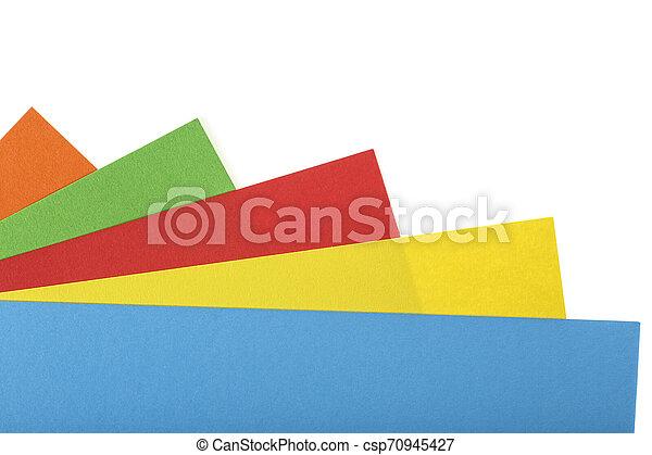 Papel de colores aislado en un fondo blanco - csp70945427