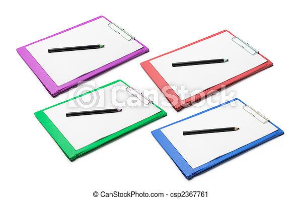 Clipboards con papeles en blanco y pencisl - csp2367761